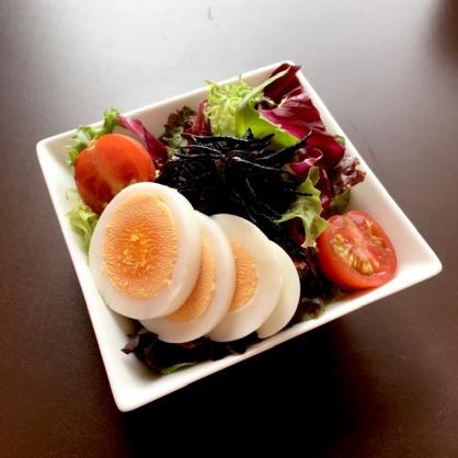 ひじきと卵のサラダゴマドレッシング